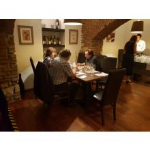 Pohoda u dobrého vína a jídla