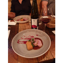 Vepřová panenka s domácí bramborovou kroketkou a Pinot Noir